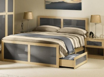 Julian Bowen Strada 4ft6 Double Light Oak and Smoked Gloss Wooden Bed Frame